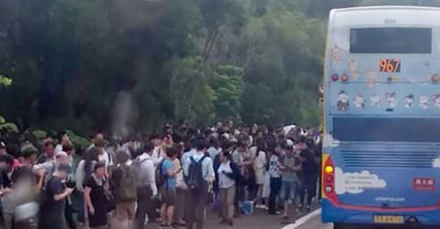 Hong Kong'da Korkutan Otobüs Kazası: 77 Yaralı