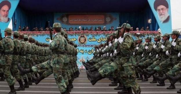 İran Ordusu Ülke Genelinde Geçit Töreni Gerçekleştirdi
