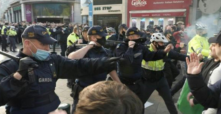 İrlanda'da Kısıtlama Karşıtı Gösterilerde Tansiyon Yükseldi