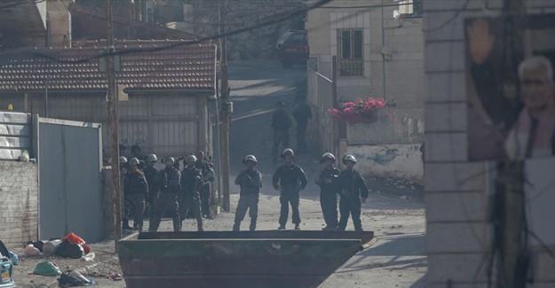 İşgalci İsrail Güçleri 23 Filistinliyi Gözaltına Aldı