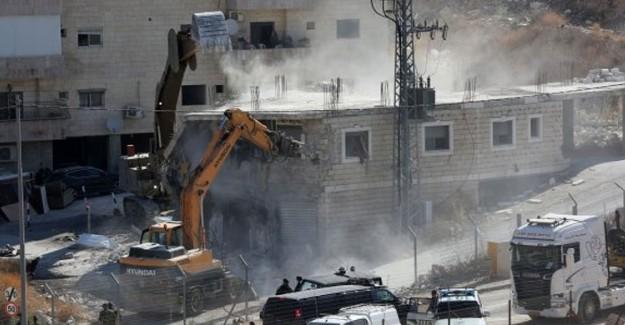 İsrail, Filistinlilere Ait Evleri Yıkmaya Başladı