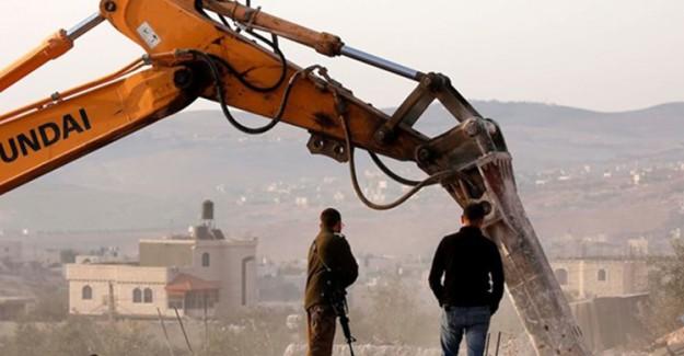 İsrail Filistinlilere Ait Konutları Yıkıyor