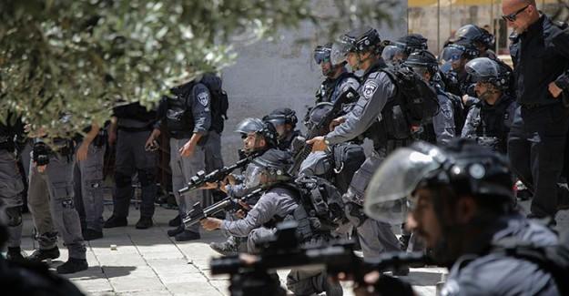 İsrail Polisi Bayram Günü Mescid-i Aksa İçinde Filistinlilere Saldırdı