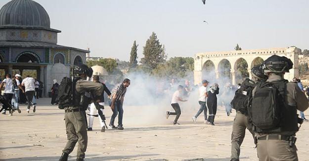 İsrail Polisi Mescid-i Aksa'da Nöbet Tutan Filistinlilere Saldırdı