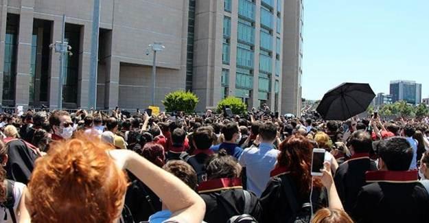 İstanbul Adalet Sarayı Önünde Avukatlardan Eylem!