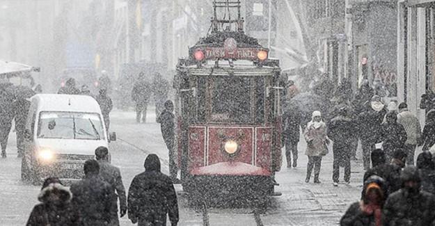 İstanbul'a Mevsimin İlk Karı Düştü!