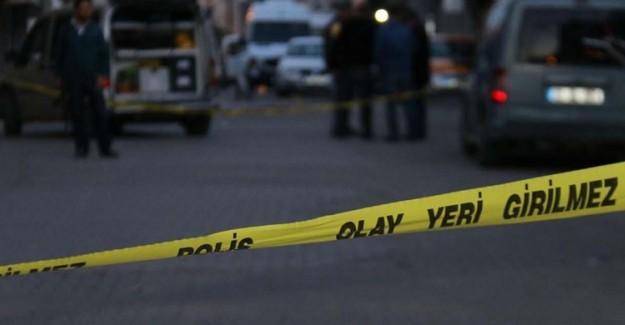 İstanbul'da Bıçaklı Kavga! 3 Kişi Yaralı