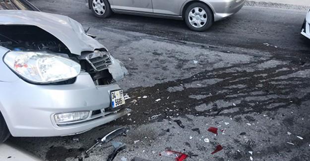 İstanbul'da Meydana Gelen Zincirleme Trafik Kazasında 3 Kişi Yaralandı