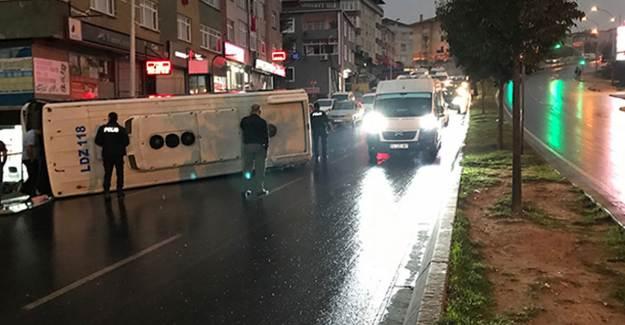 İstanbul'da Servis Aracı Devrildi