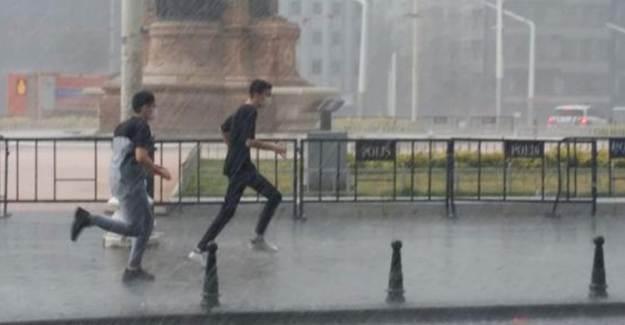 İstanbul'da Şiddetli Yağmur ve Dolu Etkisini Gösterdi!