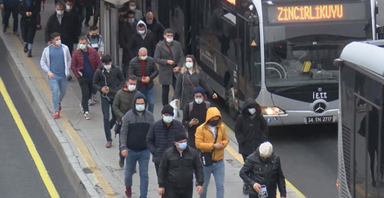 İstanbul'da Toplu Taşımalarda Yoğunluk Yaşandı