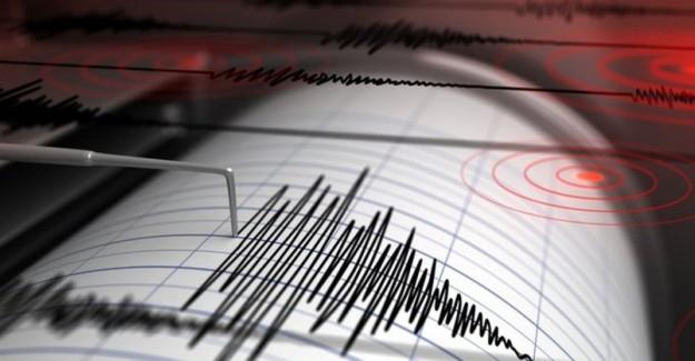İzmir'de Peş Peşe Depremler Paniğe Yol Açtı!
