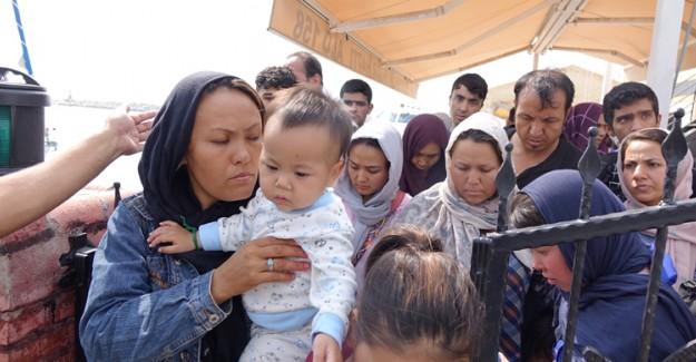 İzmir'de Sahil Güvenlik Ekipleri Tarafından 59 Düzensiz Göçmen Yakalandı