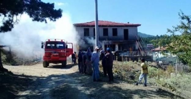 İzmir'in Ödemiş İlçesinde Yangın: 4,5 Ton Saman Kül Oldu