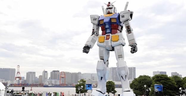 Japonya'da 18 Metrelik Dev Gundam Robotu Test Ediliyor