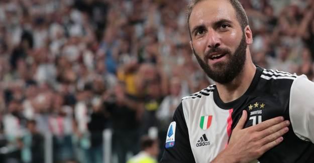 Juventus, Gonzalo Higuain'i Gönderdi!