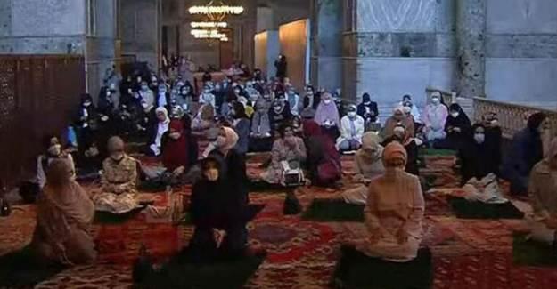 Kadınlar Ayasofya Camii'ne Akın Etti!