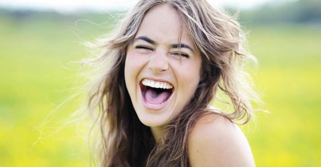 Kadınlar Erkeklerden Daha Fazla Gülümser! Gülümsemeniz İçin Belli Başlı Sebepler