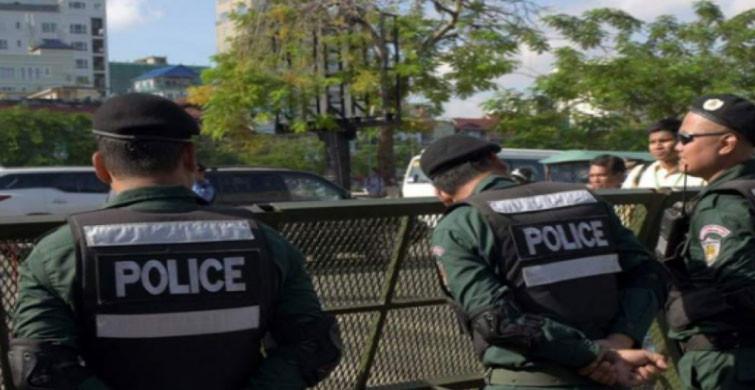 Kamboçya Polisinden Koronavirüs Yasaklarına Uymayanlara Sopa İle Dayak