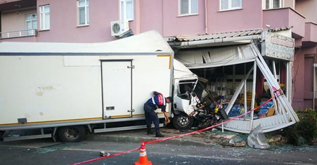 Kamyonun Karıştığı Kazada 5 Kişi Yaralandı