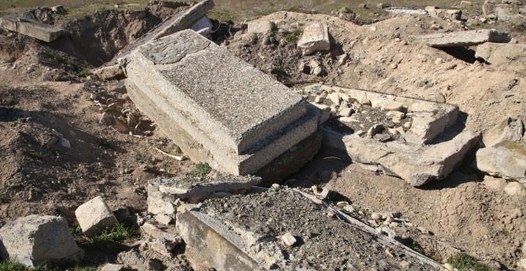 Karabağ'daki Dehşetin Belgesi Yıkılan Mezar Taşları