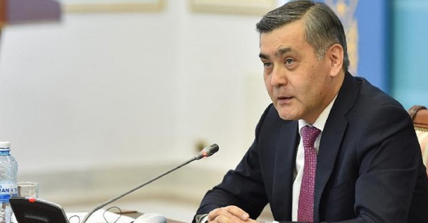 Kazakistan Savunma Bakanı BAE Büyükelçisi ile Görüştü