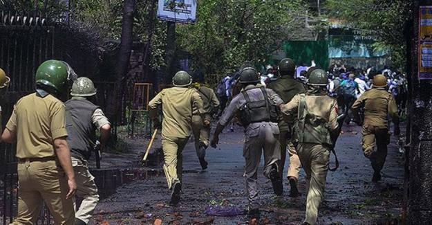 Keşmir'de Hindistan Askerleri ile Bağımsızlık İsteyenler Arasında Çatışma! 5 Kişi Öldü