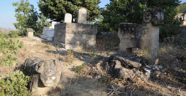 Koçbaşı ve Taş İşlemeli Mezarlarda Defineci Talanı!