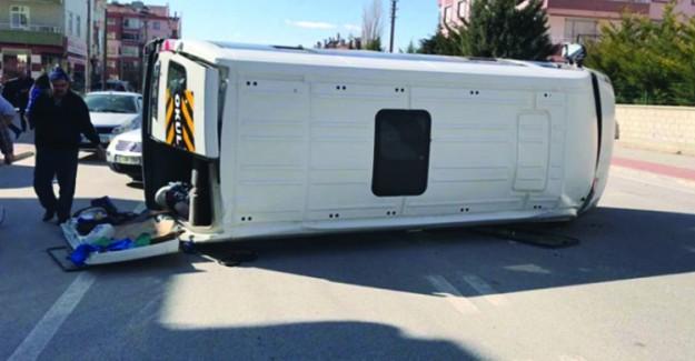 Konya'da Öğrenci Servisi İle Otomobil Çarpıştı