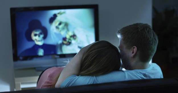 Korku Filmi İzlemek Kilo Aldırıyor