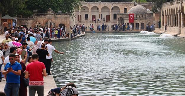 Kurban Bayramında Vatandaşlar Balıklıgöl'e Akın Etti