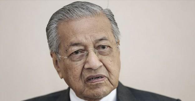 Malezya Başbakanı Mahathir Görevini Devrediyor