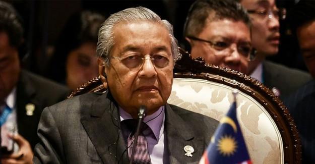 Malezya Kralı, Mahathir Muhammed'i 'Geçici Başbakan' Olarak Görevlendirdi