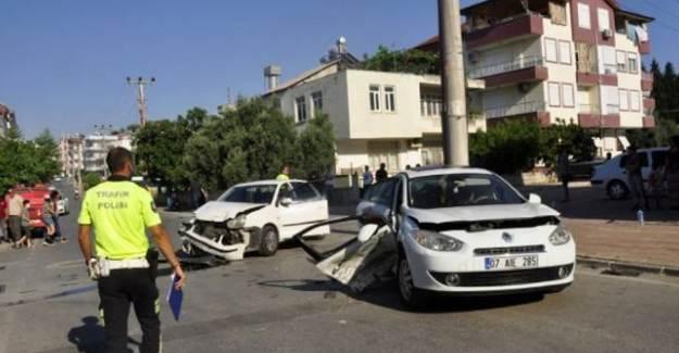 Manavgat'ta Otomobiller Çarpıştı: 7 Yaralı