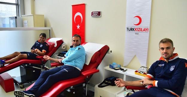 Medipol Başakşehir'den Türk Kızılayı'na Destek!