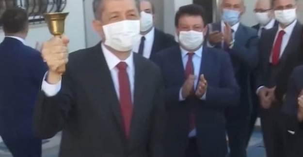Milli Eğitim Bakanı Selçuk, Zili Çaldı