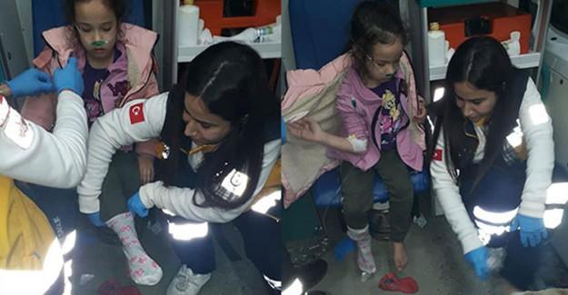 Müdahalede Bulunduğu Küçük Kıza Kendi Çoraplarını Giydirdi