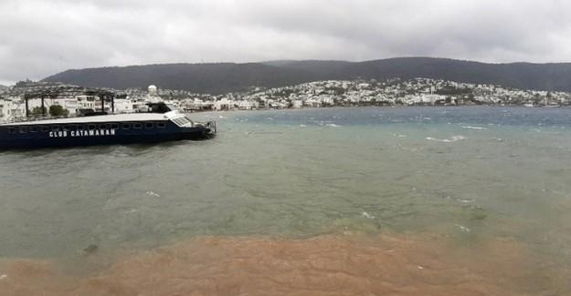 Muğla'da Denizin Rengi Değişti
