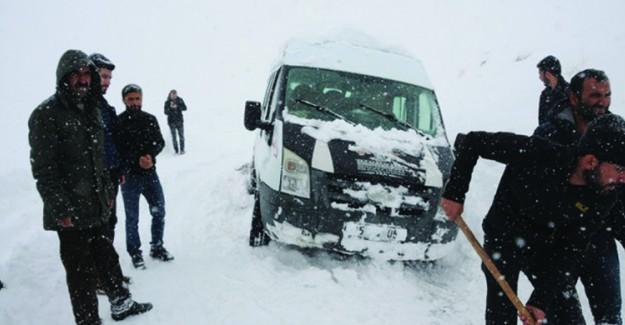 Öğretmenler Karda Mahsur Kaldı!