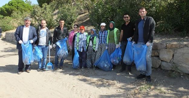 Ören Sahilinde 700 Kilo Çöp Topladılar