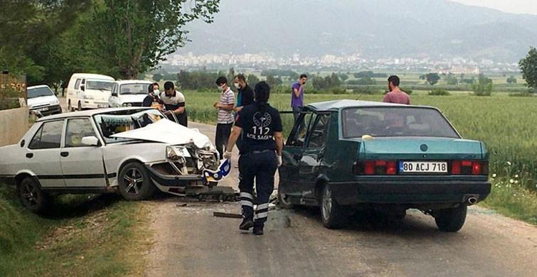 Osmaniye'de İki Araç Boş Yolda Kafa Kafaya Çarpıştı