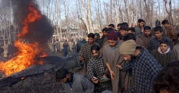 Pakistan Ordusu, Hindistan Savaş Uçaklarını Vurdu