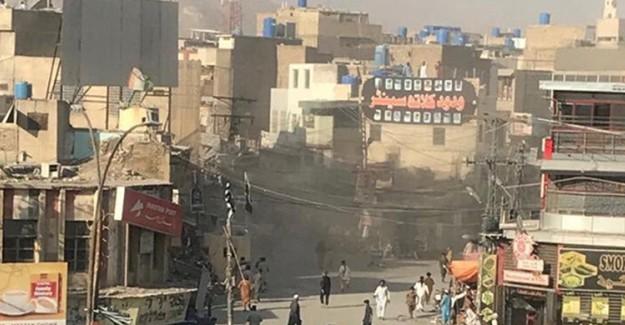 Pakistan'da Bir Markette Meydana Gelen Patlamada 3 Kişi Öldü