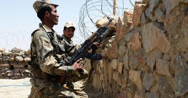 Pakistan'da Peş Peşe İki Saldırı: 10 Asker Yaşamını Yitirdi
