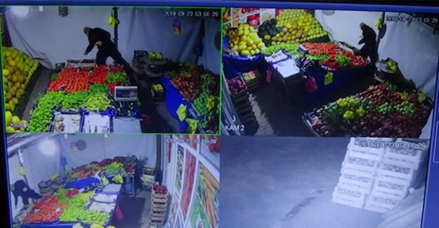 Para Bulamayınca Muzları Çalan Adam Kameralara Yakalandı