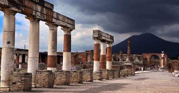 Pompei'den Çaldığı Taşların Lanetine Uğradı