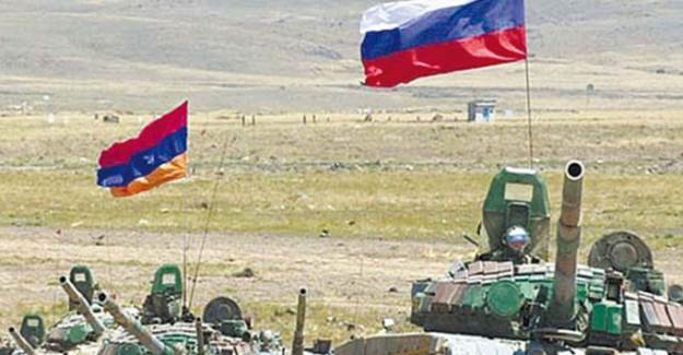 Rusya - Ermenistan Görüşmesinde Bayrak Krizi Çıktı
