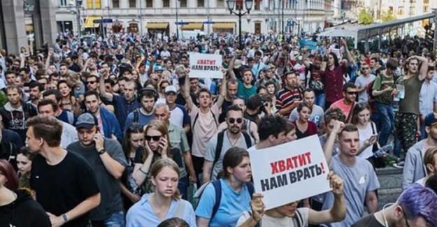 Rusya'da Protestolara Katılan 61 Kişi Tutuklandı