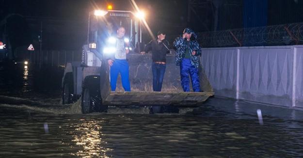 Rusya'daki Şiddetli Yağışta İki Kişi Hayatını Kaybetti