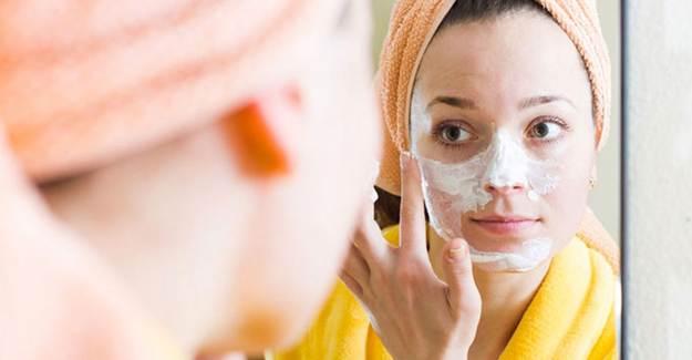 Sade Yoğurt Maskesi Nasıl Yapılır?